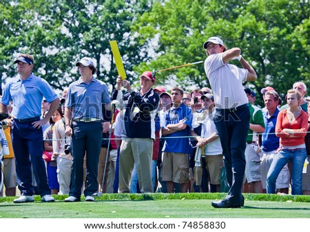 FARMINGDALE, NY - JUNE 15: Adam Scott hits his drive while Lee Westwood and Rory McIlroy look on during the 2009 US Open on June 15, 2009 in Farmingdale, NY.