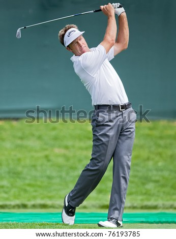 FARMINGDALE, NY - JUNE 17: Australian Stewart Appleby hits his drive off the long par 3 17th on Bethpage Black during the 2009 US Open on June 17, 2009 in Farmingdale, NY. - stock photo