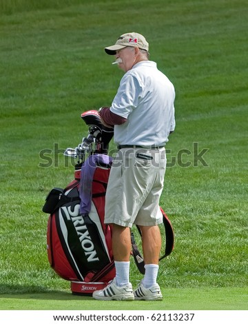 """FARMINGDALE, NY - JUNE 15: Veteran Caddy, Michael """"fluff"""" Cowan, carries the bag for Jim Furyk during the 2009 US Open on June 15, 2009 in Farmingdale, NY. He once caddied for Tiger Woods. - stock photo"""