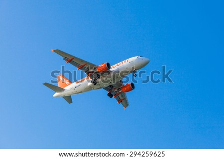 FARO,PORTUGAL-MAY 09:EasyJet Airline Airbus A319 arrives to the Faro International Airport, May 09, 2015 in Faro, Portugal. Easyjet had 145 A319's in service - stock photo