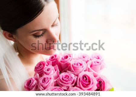fascinating bride with roses