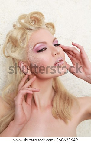 Fashion Blonde Sugar Makeup