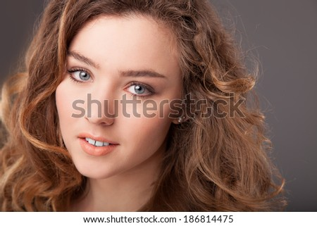 Fashion photo of woman with brown blonde beauty hair and natural make-up