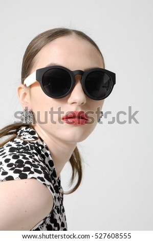 Fashion portrait of beautiful young woman in sunglasses . Beauty spring photo