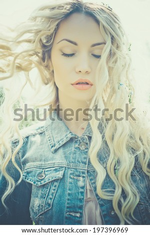 Fashion portrait of young pretty woman in summer sunny day