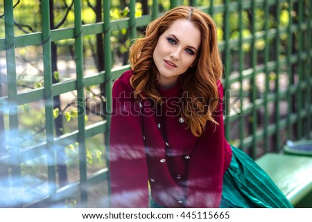 fashion street photo session of stylish young lady in a casual clothes