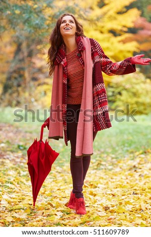 Fashion woman walking in autumn park.