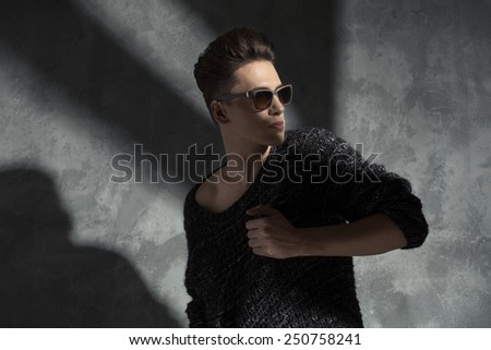 Fashionable man wearing sunglasses - stock photo