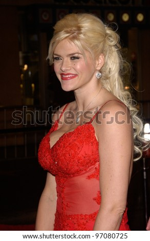 Feb 14, 2005; Los Angeles, CA: Actress/model ANNA NICOLE SMITH at the world premiere of Be Cool, at the Grauman's Chinese Theatre, Hollywood.