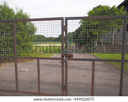 Fence gate with chain and padlock