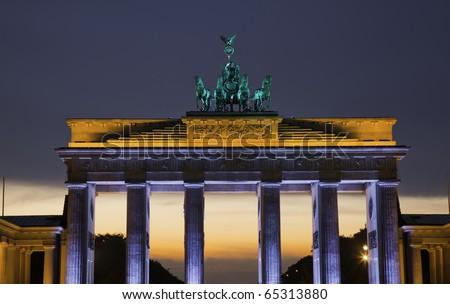 Festival of Lights - Brandenburger Tor in Berlin w�¤hrende des Sonnenuntergangs - stock photo