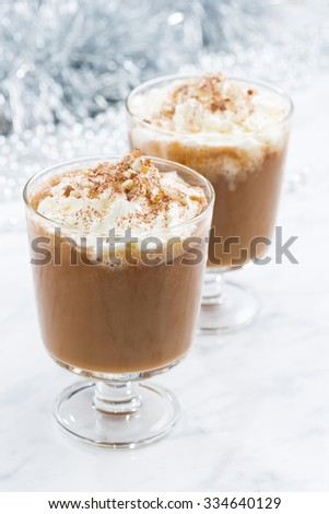 festive pumpkin latte, vertical, closeup