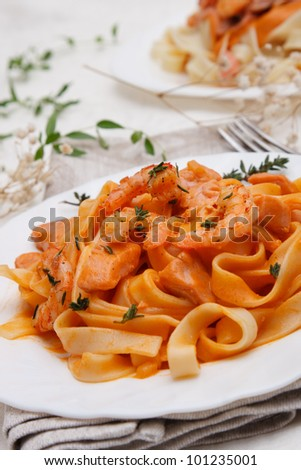 fettuccine pasta with shrimp and smoked salmon