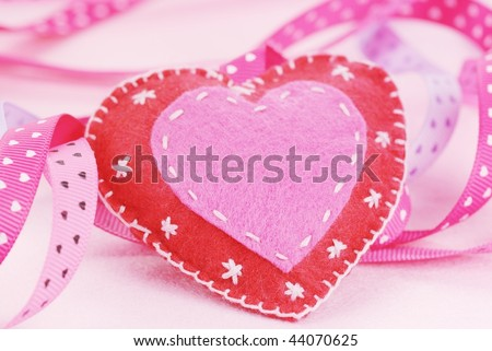 Fiber textured heart with ribbons