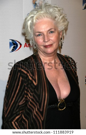 fionnula flanagan youngblood