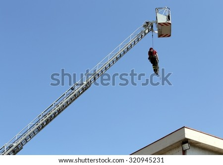 firefighter hung the rope climbing during the fire tutorial