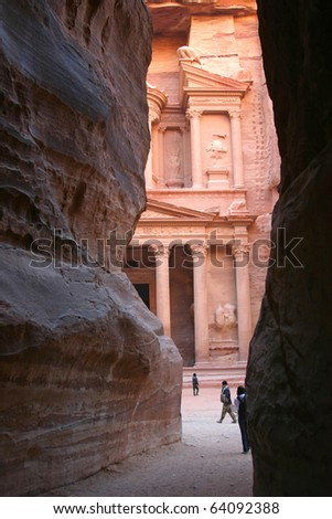 First look at the Treasury in Petra when leaving the siq (narrow canyon walk)