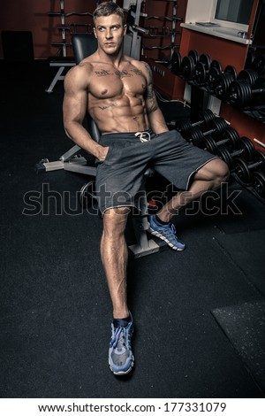 Fit guy sitting in a gym