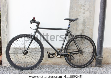 Fixie bike on concrete wall