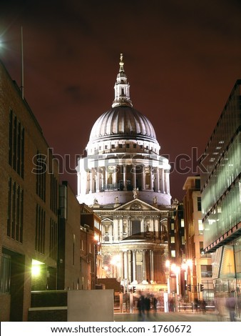 floodlight st paul's cathedral dome at night