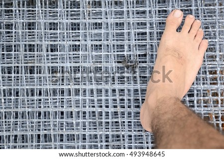 foot on wire net