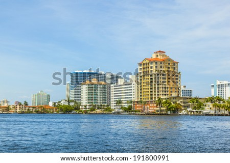 FORT LAUDERDALE, USA - AUG 1: Luxurious waterfront home on Aug 1, 2010 in Fort Lauderdale. There are 165 miles  of waterways within the city limits and 9,8 percent of the city is covered by water.
