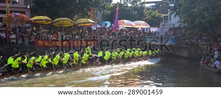 FOSHAN-June 20:The dragon boat competition held in Fenjiang River, 17 dragon boat to participate, attracting a large number of people to watch June 20, 2015 in Foshan, China - stock photo