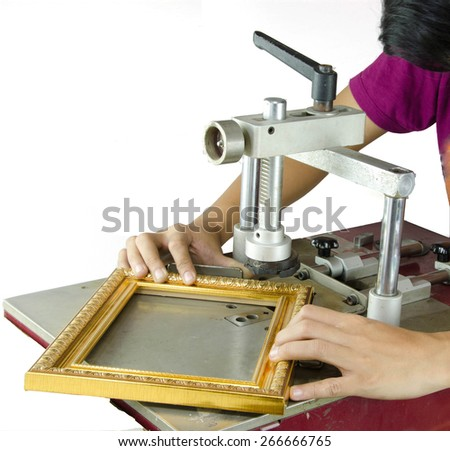 Framing Tools Paint the frame is put together as a picture frame using wood fire took from the bottom at 45 degrees using the pressure to adhere to the strength and assembled into a picture frame.