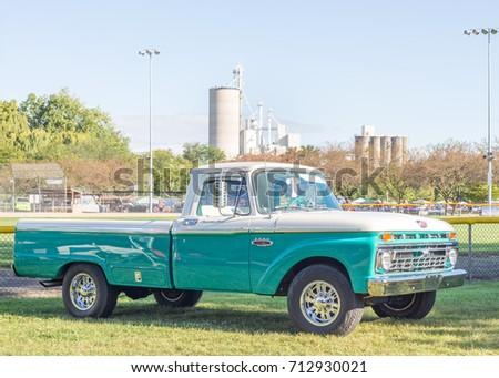 Frankenmuth Ford Car Dealership