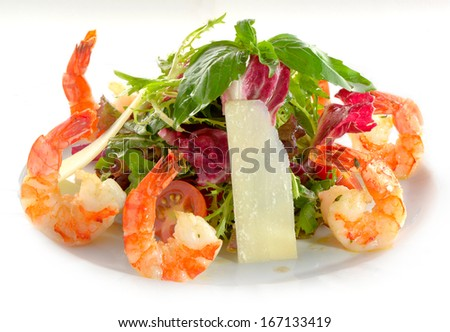 Frash salad with shrimp, lettuce and cherry tomatoes