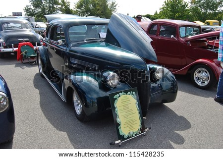 FREDERICK, MD- SEPTEMBER 16: 1939 Green Chevrolet 4 Passenger Coupe on September 16, 2012 in Frederick , MD USA. Alzheimer's Association Benefit Car Show at Motor Vehicle Administration in Maryland. - stock photo
