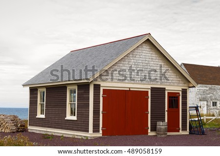 Freestanding garage / shed