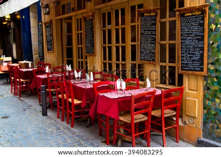 french restaurant - tables and chairs on the street - Paris, France