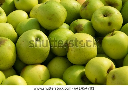 Fresh apples in market
