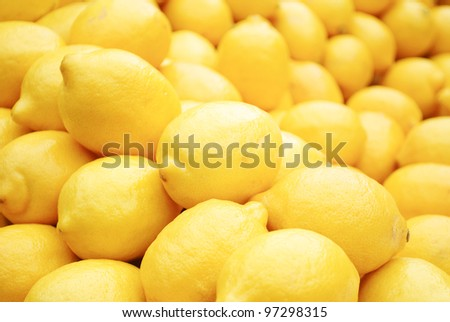 Fresh lemons at green market