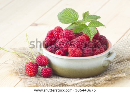 fresh raspberries in a bowl