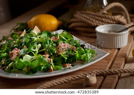 Fresh Salad with tuna and Lamb's lettuce