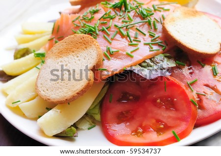 Fresh Salmon with lemon and bread