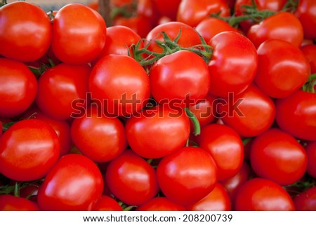Fresh tomatoes at market stall