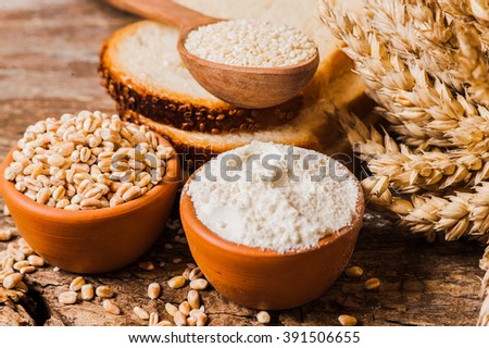 fresh wheat grains and flour.Slices of bread