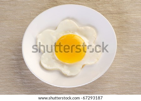 Fried egg in the shape of a flower