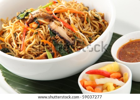 fried noodle asian food