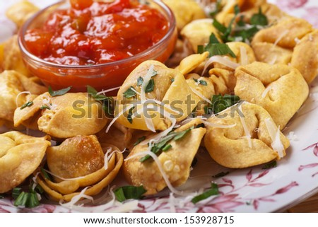 Fried tortellini pasta with parmesan and tomato sauce