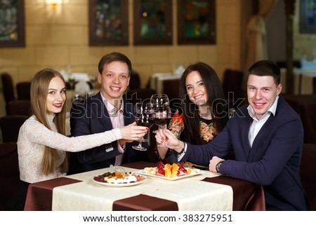 Friends at a restaurant drinking wine.