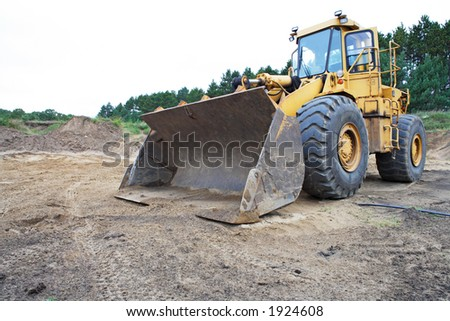 Front view of heavy payloader.