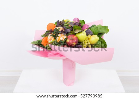 Fruit bouquet decoration, consisting of apples, oranges and sweet pastries