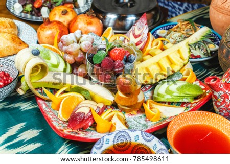 Fruit plate in oriental style according to Uzbek recipe