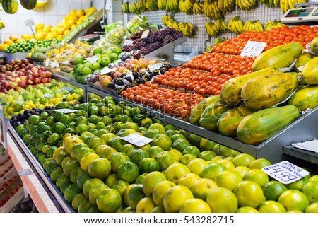 Fruit shelves on the market