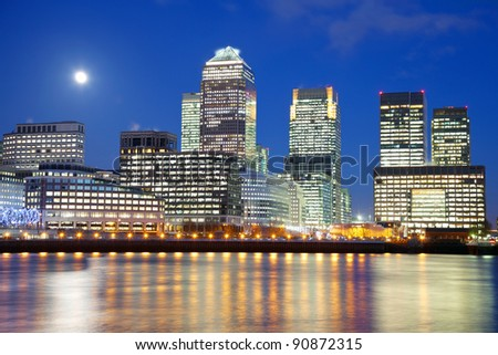 Full moon over city of London - stock photo