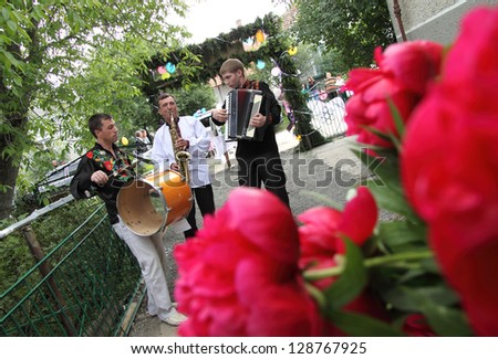 funny wedding musicians - stock photo